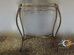 04 A - APARADOR com pés ouro envelhecido e tampo de vidro - 0,60m x 0,25m.jpg