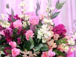 Flores cor de rosa e marsala